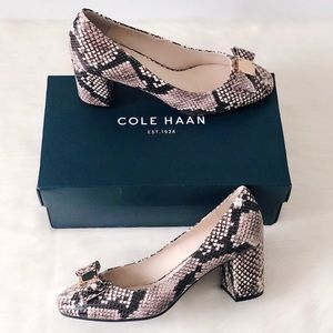 ✨New COLE HAAN Tali Bow Snake Emboss Leather Pumps